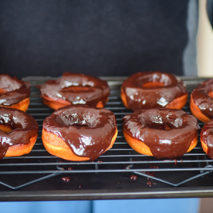 A Great Basic Recipe For Chocolate Glazed Doughnuts