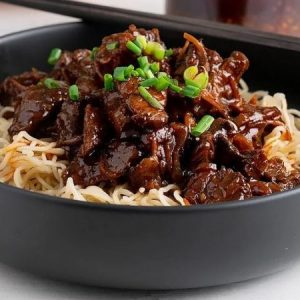 Sticky and Spicy Braised Beef Noodles