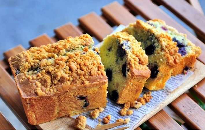 Blueberry Crumble Pound Cake