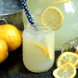 Homemade Lemonade Using Real Lemons