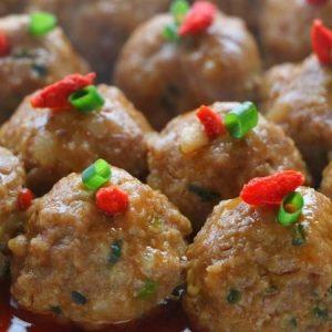 Sweet and Spicy Sriracha Meatballs