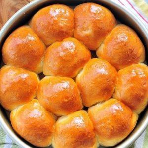 Buttery Cornmeal Dinner Rolls
