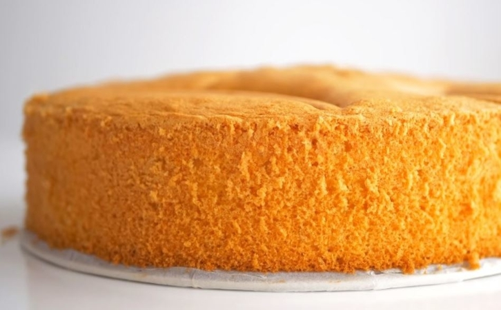 4-Ingredient Sponge Cake