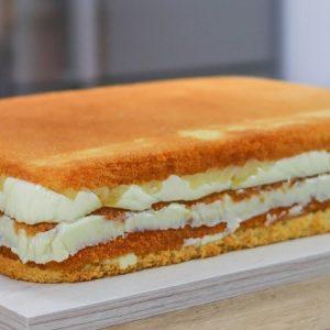 Vanilla Sponge Cake with Cheesecake Filling