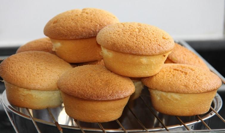 Vanilla Muffins Cake