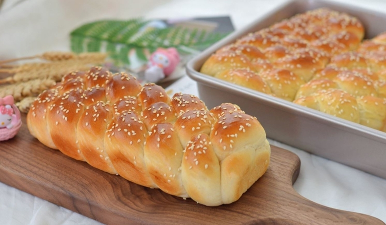 Delicious Braided Egg Bread