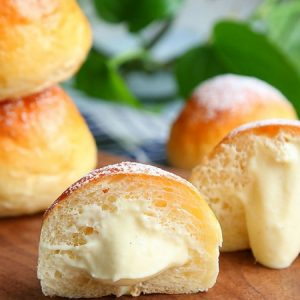 Sweet Buns with Pastry Cream