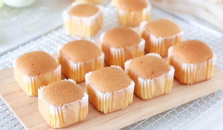 Vanilla Chiffon Cupcakes