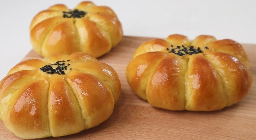 Pumpkin Bread with Pumpkin Filling