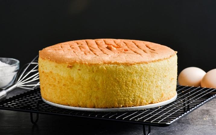 Simple 3 Ingredient Sponge Cake