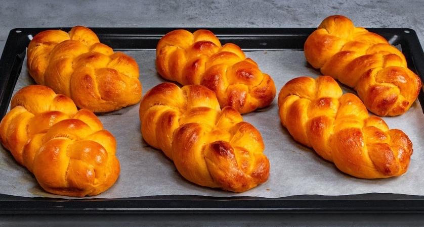 Soft & Spongy Braided Bread Buns